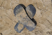 Slippers as X on the sand — Fotografia Stock