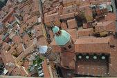 傾けるボローニャの街並み — ストック写真