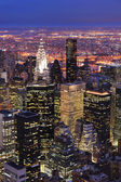 New york city manhattan skyline luchtfoto in de schemering — Stockfoto