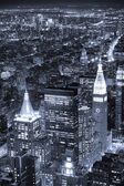 New york city manhattan skyline luchtfoto bij schemering zwart en wh — Stockfoto
