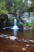Wasserfall mit see — Stockfoto