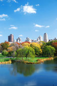 Central Park lake Autumn — Stock Photo