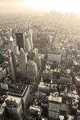 New york city manhattan skyline luchtfoto zwart-wit — Stockfoto