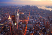 New york city manhattan skyline luchtfoto panorama bij zonsondergang — Stockfoto