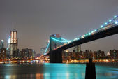 Manhattan skyline and Brooklyn bridge, New York City — Stock Photo