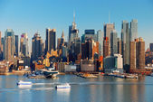 NEW YORK CITY WITH SKYSCRAPERS — Stock Photo