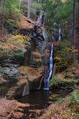 Höstens vattenfall i berg — Stockfoto