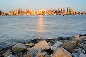 New York City Manhattan at Hudson River Shore — Stock Photo