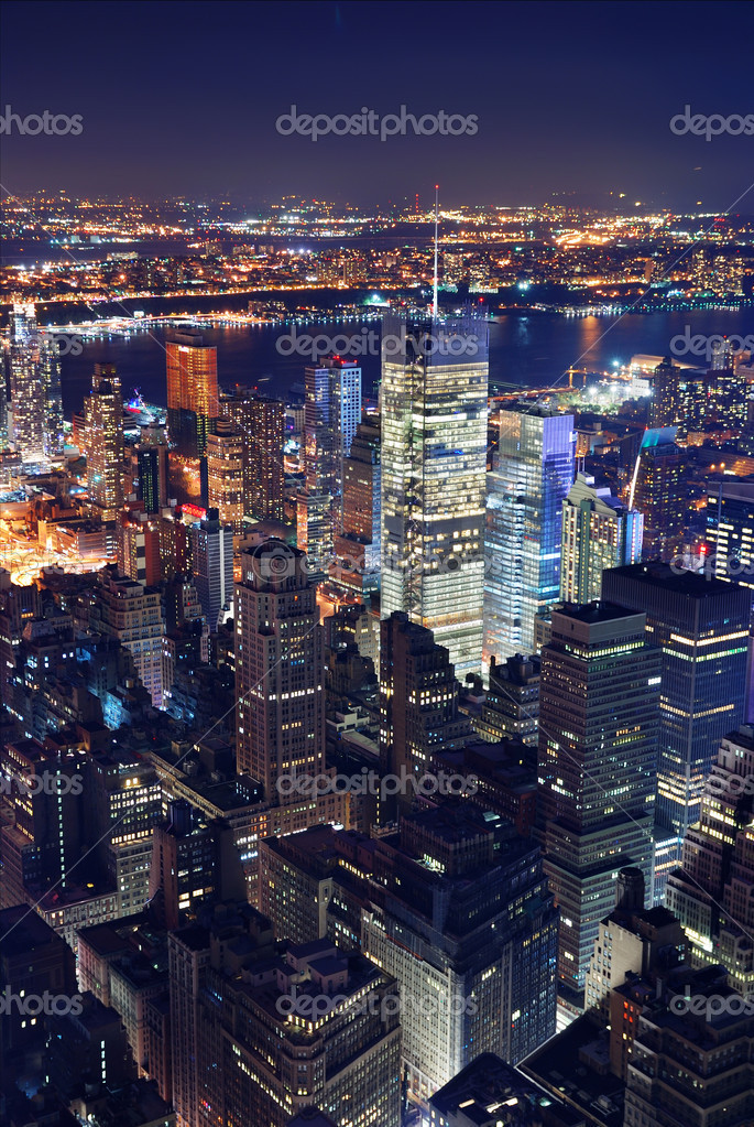 Veduta aerea di new york city di notte foto stock for Appartamenti vacanze new york city manhattan