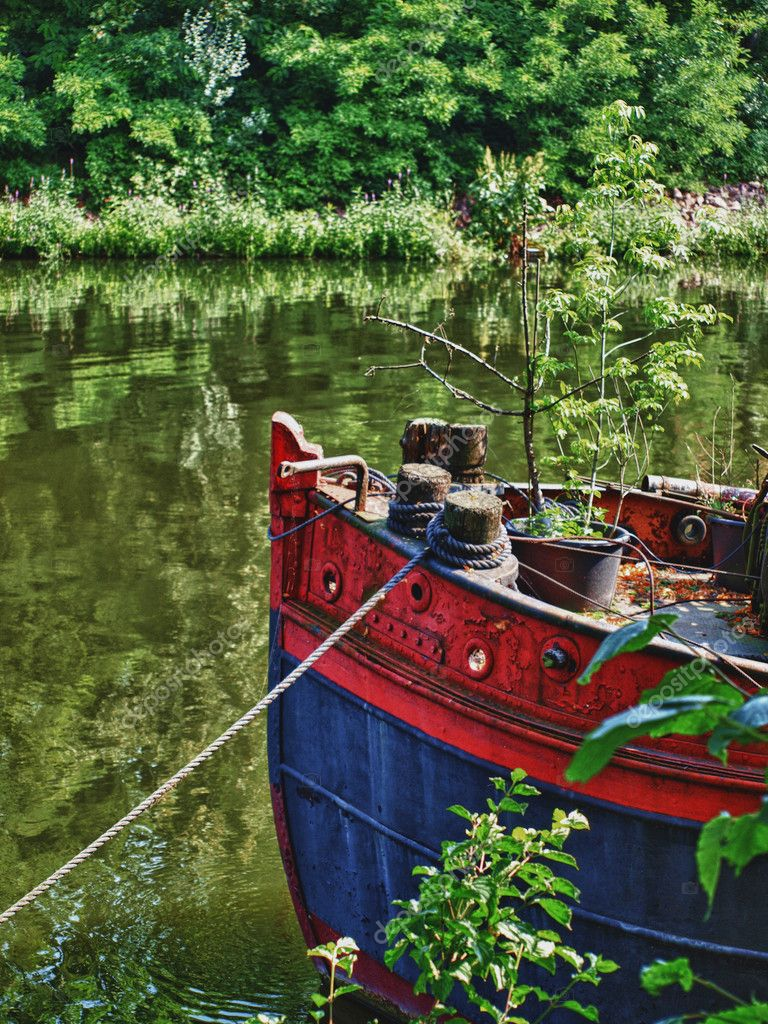 Waterscape with old boat — Stock Photo #6106278