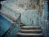 Old dilapidated staircase — Stock fotografie
