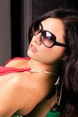 Elegante dama en gafas de sol — Foto de Stock