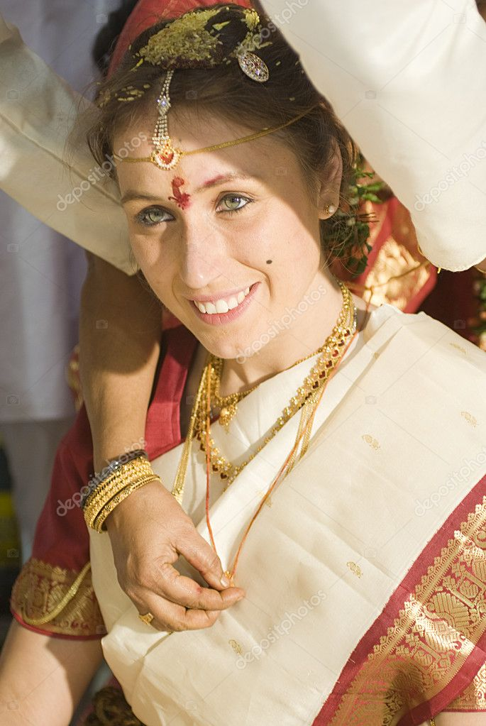 Preparation of european bride to traditional indian wedding