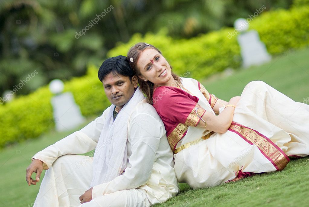 International couple married according to indian traditions — Stock Photo #5832485