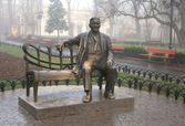 Monument Leonid Utyosov in the Municipal gardens, Odessa, Ukrain — Stock Photo