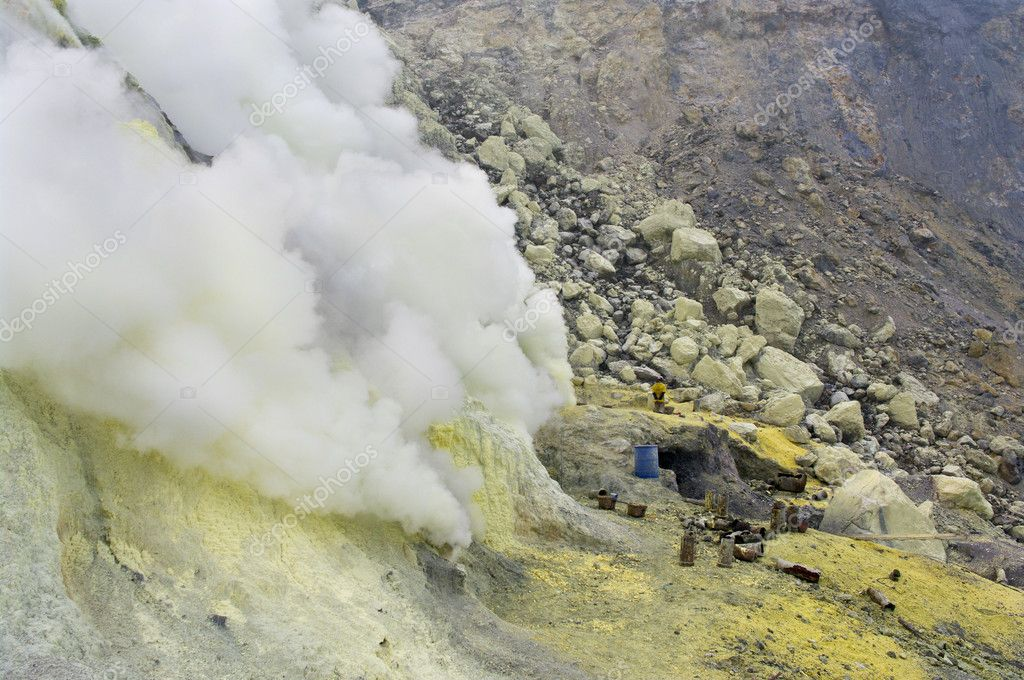 Extracting sulphur inside Kawah Ijen crater, Indonesia  — Stock Photo #5812634