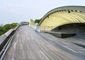 Modern pedestrian bridge — Stockfoto