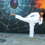 Beautiful Martial Arts Girl and Graffiti (3) — Stock Photo