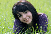 Beautiful Brunette in a Grassy Field (2) — Foto Stock
