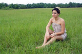 Beautiful Brunette in a Grassy Field (6) — Stock Photo