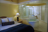 Master Bedroom with Jacuzzi Tub — Stock Photo