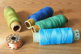 Colorful spools of thread close up on the table — Stock fotografie