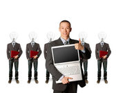 Businesspeople testa lampada con portatile — Foto Stock