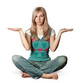 Frau in lotus-pose mit offenen händen — Stockfoto
