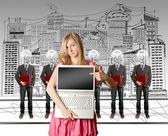 Kadın ve lamba kafa iş adamları ile laptop — Stok fotoğraf