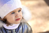 Little girl in winter — Stock Photo