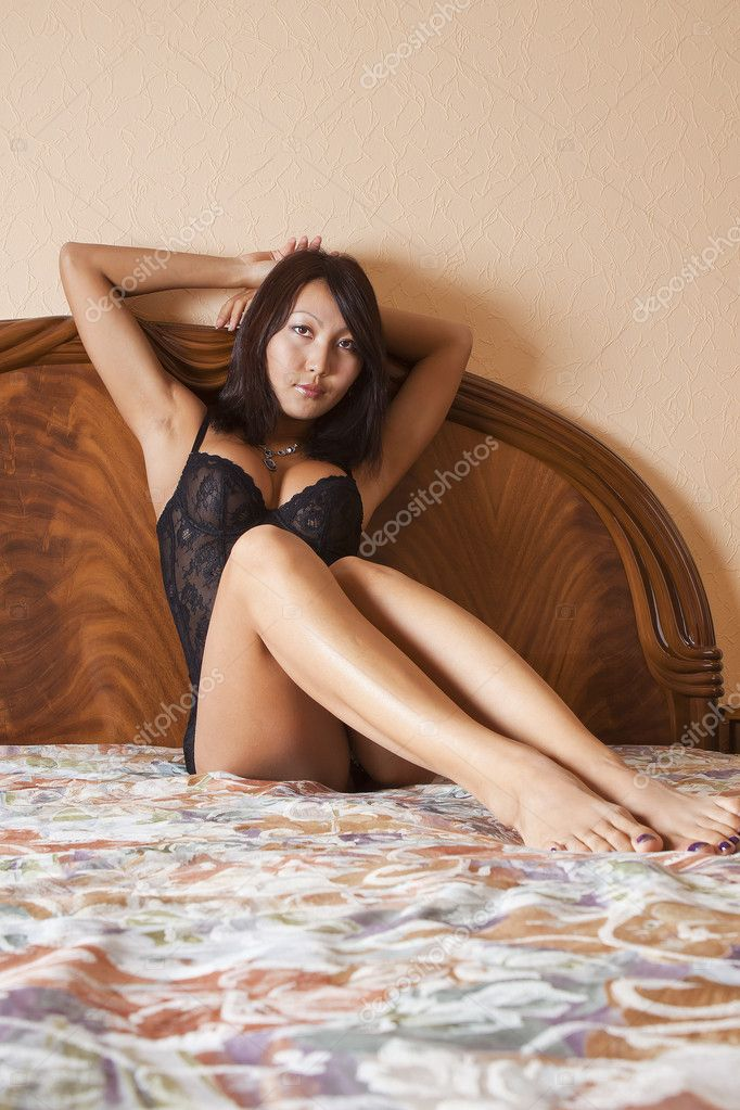 Sexy oriental girl in bed — Stock Photo #6256021