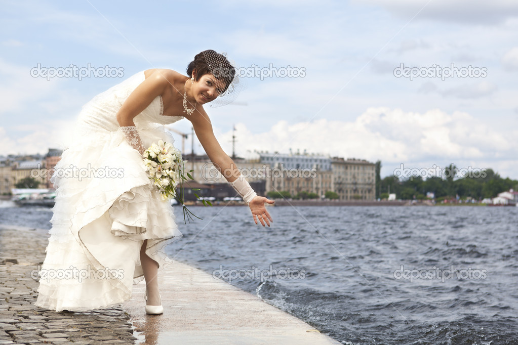 Bride on the waterfront — Stock Photo #6268352