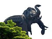 3 つの頭を持つ象ステータス — ストック写真
