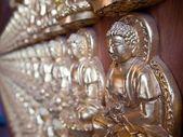 Lignes du petit bouddha sur le mur — Photo