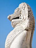 Antika guardian lejon skulptur — Stockfoto