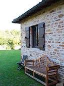 Wooden bench & Chair at House in a garden — Foto de Stock