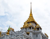 Wat Trimitr is the old temple in bangkok. it's located near chin — Stock Photo