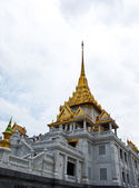 Wat Trimitr in bangkok. it's located near china town , Thailand — Stock Photo