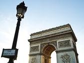 Arc de triomphe avec le lampadaire, Napoléon bonaparte au franc de paris — Photo