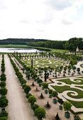 Famous palace Versailles , beautiful ornamental gardens — Stock Photo