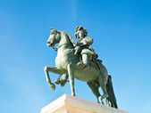 Statue of Louis XIV in front of versailles palace near Paris — Stock Photo