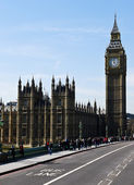 UK, London, Big Ben with blue sky background — Stock Photo