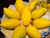 Golden Mangoes background — Stock Photo
