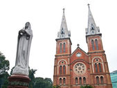 Notre Dame with Virgin Mary in Ho Chi Minh City, Vietnam — Stock Photo