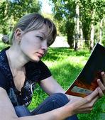 Girl reads — Photo