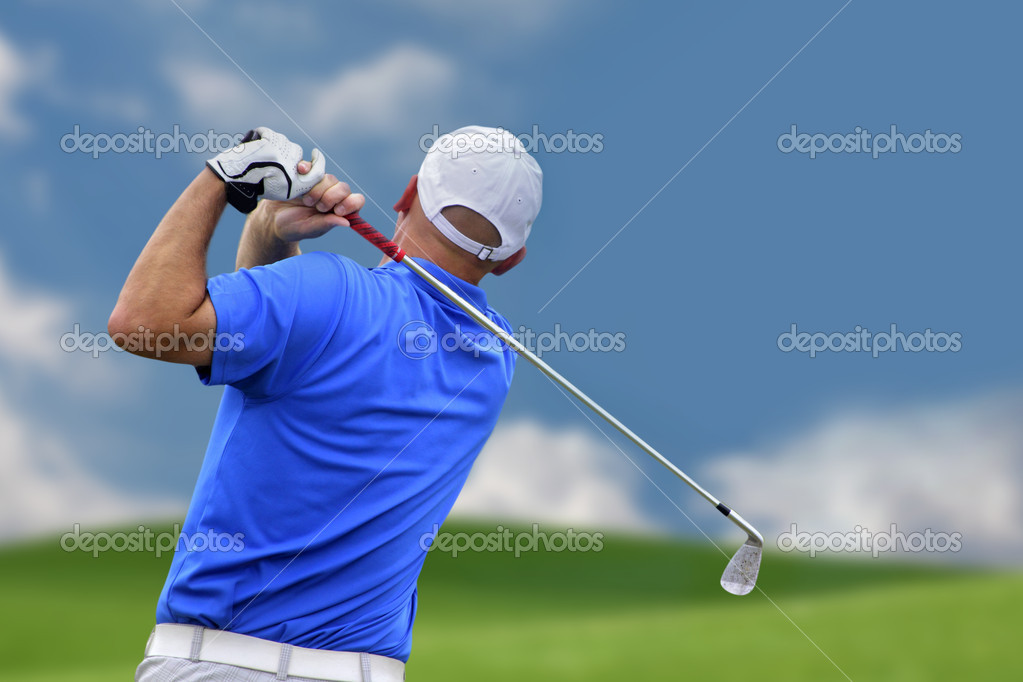 Golfer shooting a golf ball  — Stockfoto #5899662