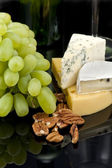 Grapes, nuts and cheese — Stock Photo