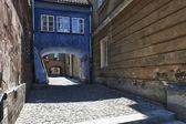 ワルシャワの古い町の長屋でアーチ. — ストック写真