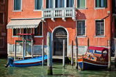 Typical facade of house in Venice, Italy — Stock Photo