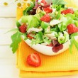 Green salad with strawberry and chicken — Stock Photo